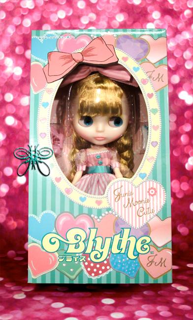 http://www.magmaheritage.com/Blythe/Junie%20Muny%20Cutie/juniemooniecutieinboxlarge.jpg