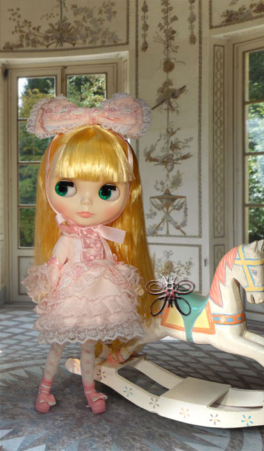 http://www.magmaheritage.com/Blythe/graceychantilly/graceychantillyportraitlarge.jpg
