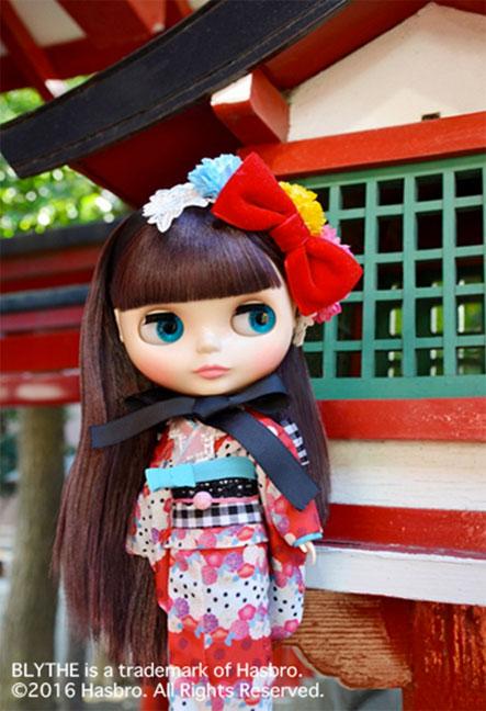 http://www.magmaheritage.com/Blythe/ladycamillia/ladycamillia2.jpg